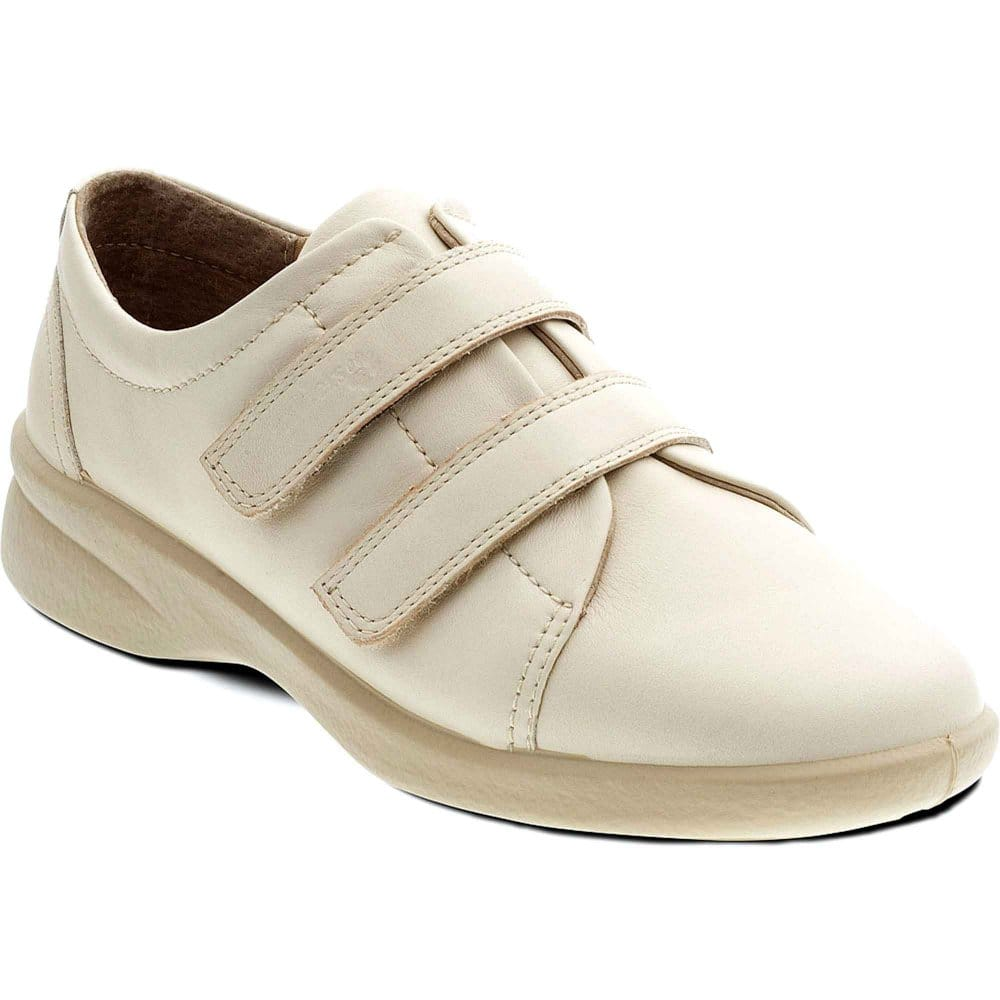 Falls and inappropriate footwear in older people