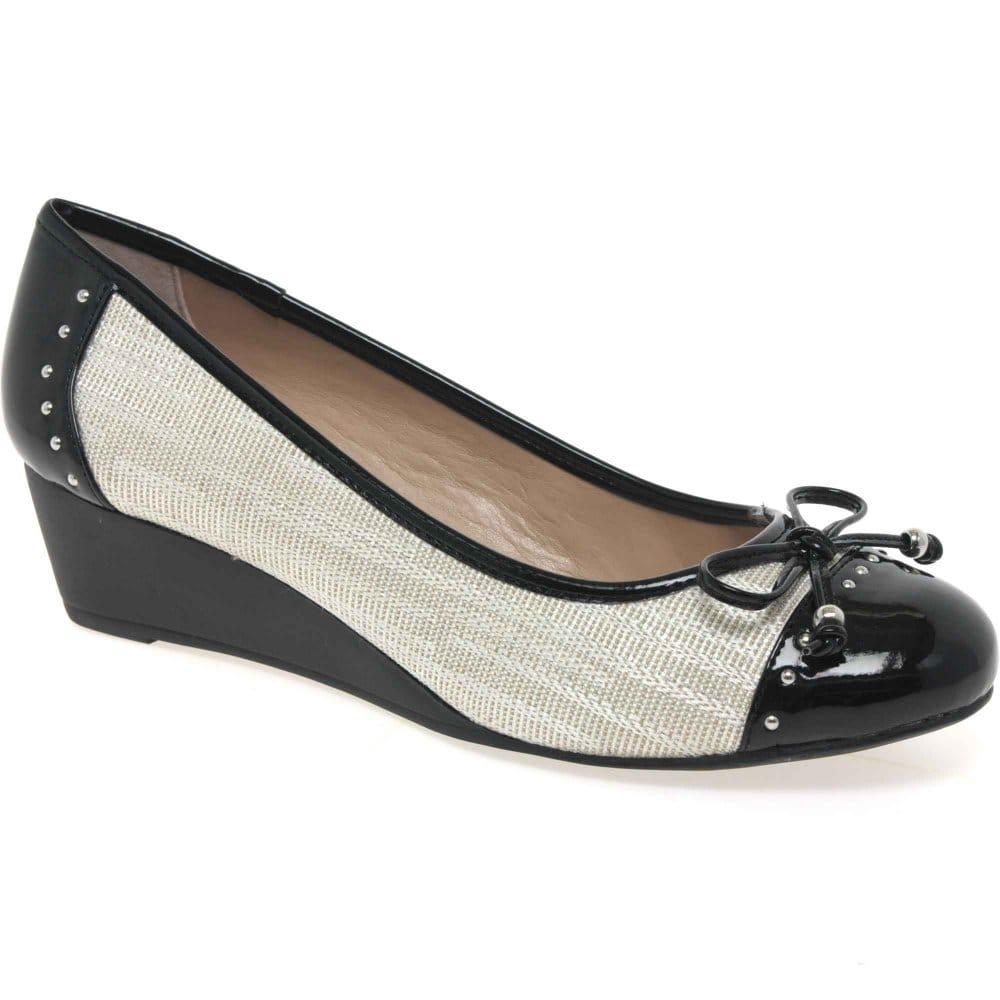 lotus elizabeth womens wedged heel slip on shoes charles